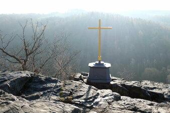 Das Gipfelkreuz strahlt wieder