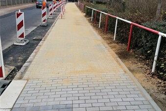 Gehweg Naundorfer Straße fertig