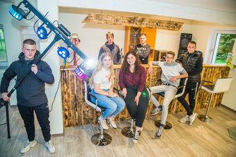 Junge Leute verwirklichen ihren Traum vom eigenen Klub