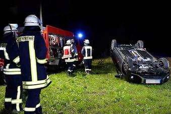 Seeligstadt: Auto landet auf dem Dach
