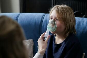 Sollten erkältete Kinder inhalieren?