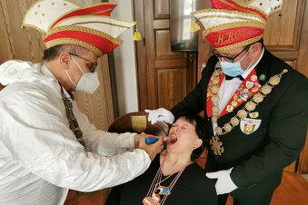 Kamenz: Schluckimpfung für Karnevalisten