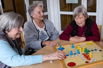 Leben kehrt zurück in die Altenheime