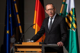 """AfD debattiert über Erklärung zum """"Flügel"""""""
