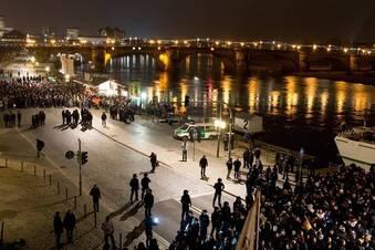 Gegendemonstranten stoppen Pegida in Dresden