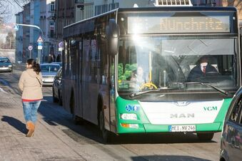 Busfahrerin wirft junge Mutter raus