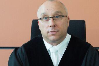 Richter erklärt sich für befangen