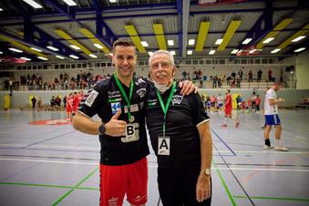 Spieler und ein Handball-Urgestein verlängern Verträge