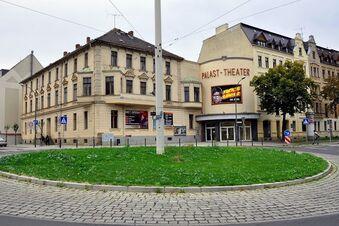 100 Hanfpflanzen vorm Görlitzer Kino