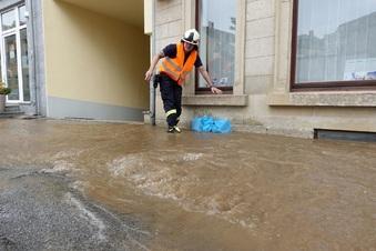 Straße nach Wasserrohrbruch unpassierbar