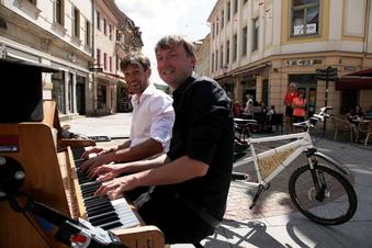 Extrempianisten rollen durchs Elbtal