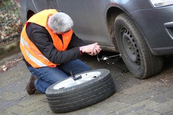 So gelingt der Reifenwechsel in Eigenregie