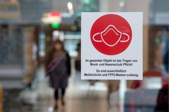 Wieder Maske auf beim Einkaufen in Leipzig