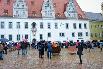 Corona-Protestler trotzen Regen