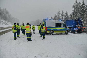 Schnee sorgt für Probleme auf Straßen