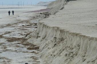 Sturmfluten spülen Badestrand weg