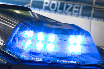 Honda-Fahrer flüchtet nach Unfall in Roßwein