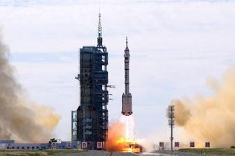 Astronauten erreichen Baustelle im All