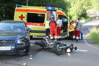 Biker bei Kollision schwer verletzt