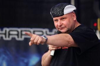 Protestdemo für DJ Happy Vibes