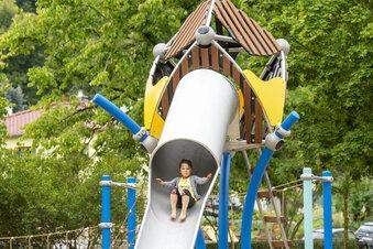 Vierjährige testet Heidenaus neuen Spielplatz