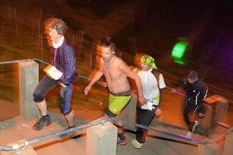 Extremsportler kehren auf die Spitzhaustreppe zurück