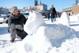 Dresdner schmückt Elbe mit Schneepferd