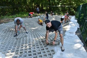 Dynamo-Ultras bauen Pool im Tierheim