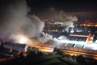Großbrand auf Firmengelände in Elsterwerda