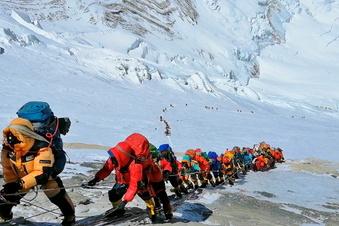 Wieder großer Ansturm auf Mount Everest