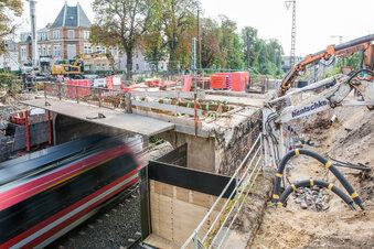 Dresden: Brückenbau bei voller Fahrt