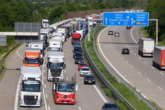 Mehr Lkw-Parkplätze an Autobahnen