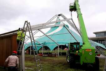 Sarrasani baut sein Zelt in Dresden ab