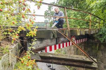 Riesa: Historische Bahnbrücke massiv beschädigt