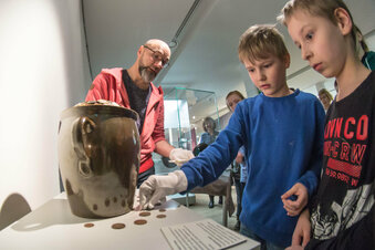 Kinder stellen Museumsschatz her