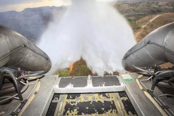 Militär kämpft gegen Feuer im Regenwald