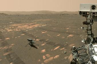 Mars-Rover macht Selfie mit Hubschrauber