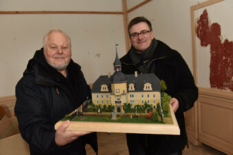 Schloss Naundorf in Modelleisenbahngröße