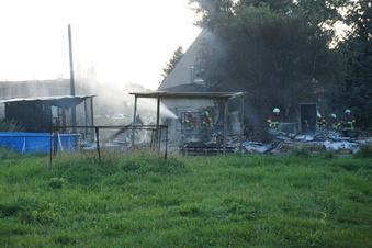 Feuerwehr rückt zu Schuppenbrand aus