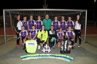 Schmiedeberger Fußballfrauen spenden