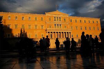 Griechen verabschieden Sparpaket