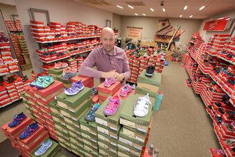 Händler sitzt auf 2.000 Paar Kinderschuhen