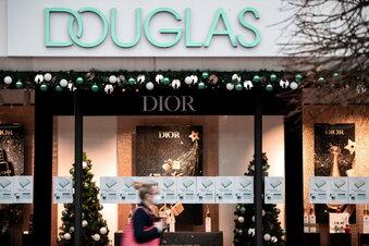 Douglas schließt Filialen doch