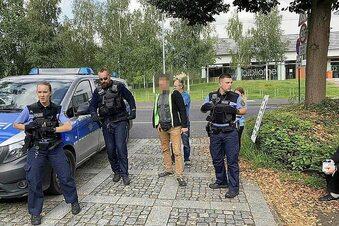 Schüler-Impfung eskaliert - Impfgegner-Randale in Zittau