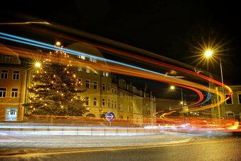 Weihnachtsbaum behindert Verkehr