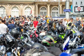 Demo: Biker rollen durch Dresden