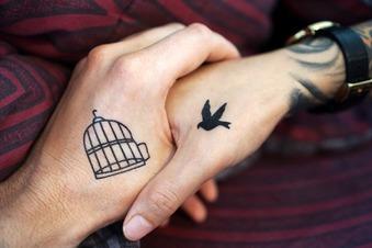 Das Tattoo geht den Chef (meist) nichts an