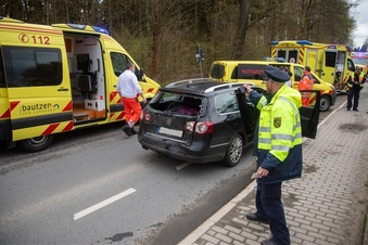 Großharthau: Unfall mit fünf Verletzten
