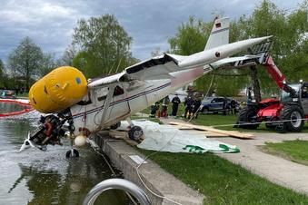 Kleinflugzeug stürzt in See