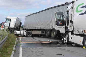 Lkw-Crash: B178 bis in die Nacht gesperrt